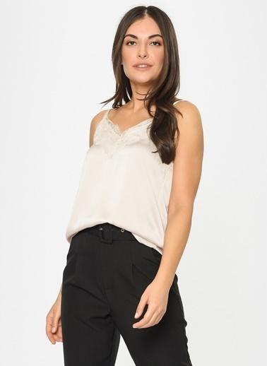 Loves You Geniş Dantelli Askılı Saten Bluz Taş